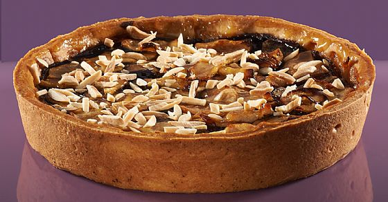 Chocolate pie with pears and almonds