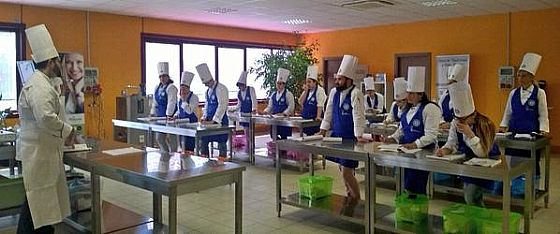 It ' s started the basic pastry course in our School!